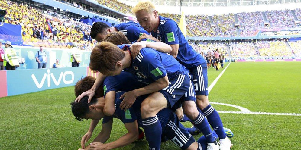 Fans Jepang Tuai Pujian Usai Pertandingan Karena Bersihkan Sampah