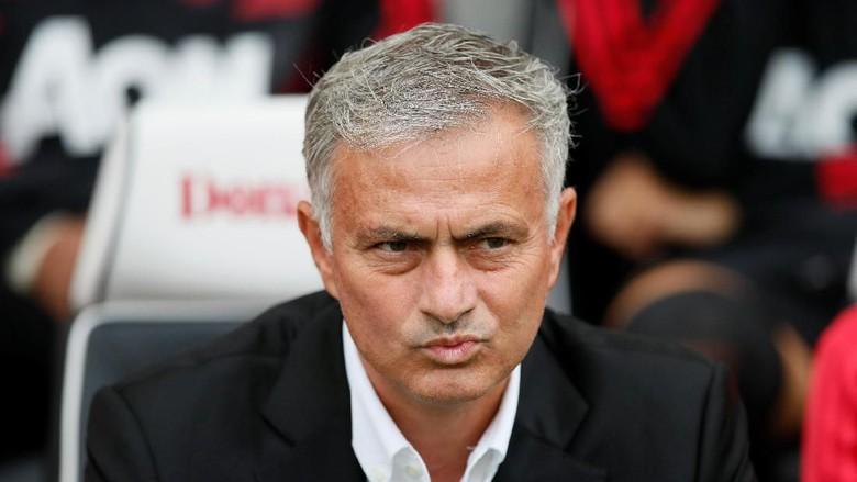 Sedang Bad Mood, Mourinho Hanya Layani Pers Selama 4 Menit !