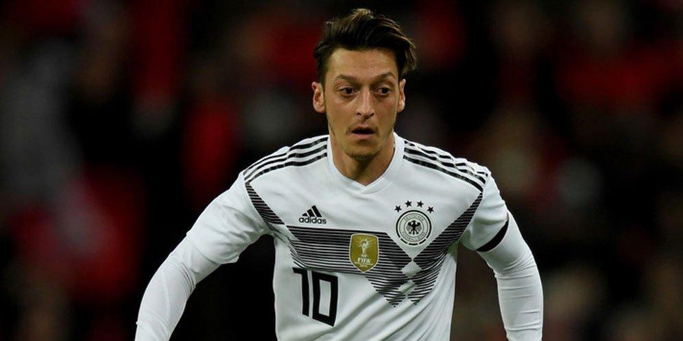 Neuer: Kami Terima Keputusan Pensiun Ozil